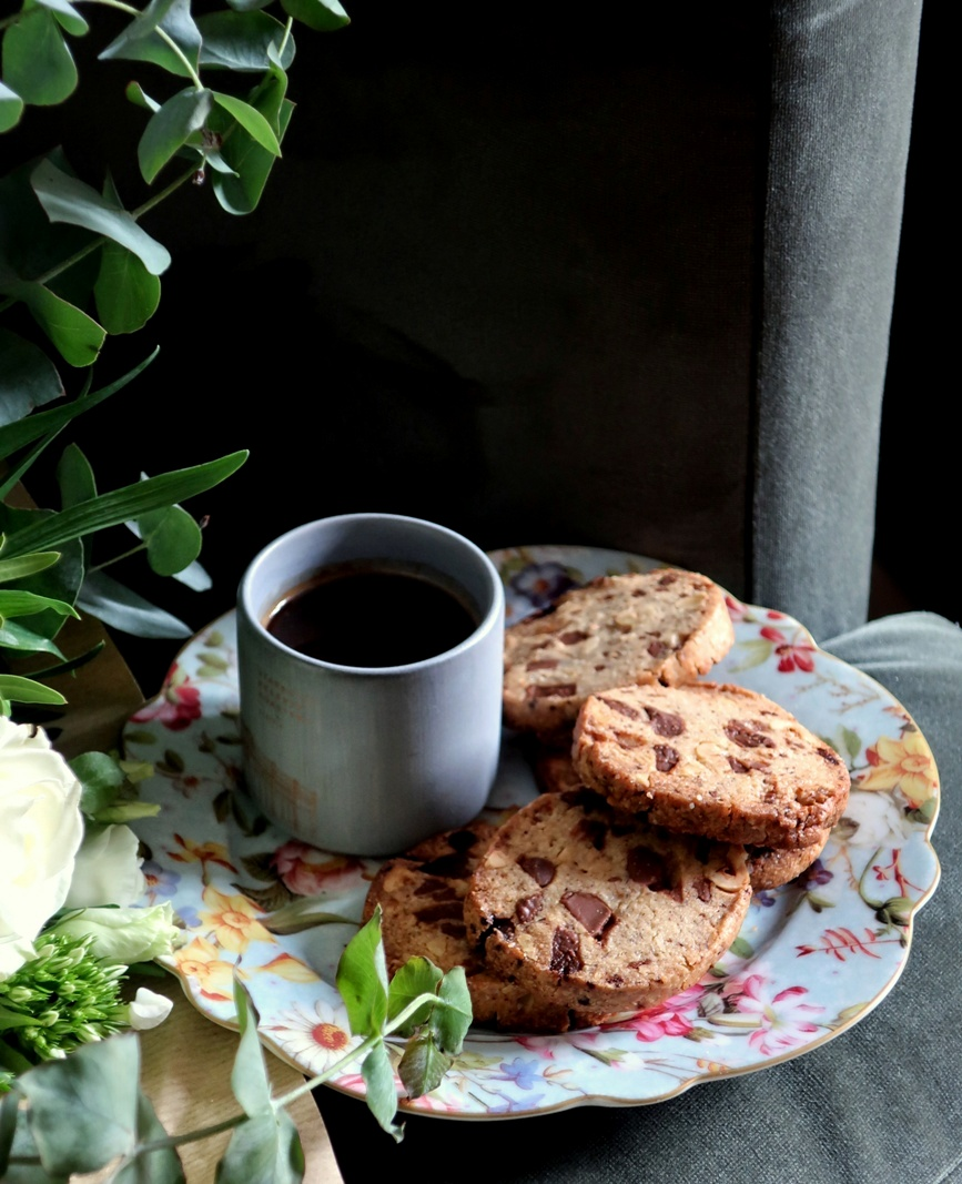 biscotti gianduia alle nocciole e cioccolato